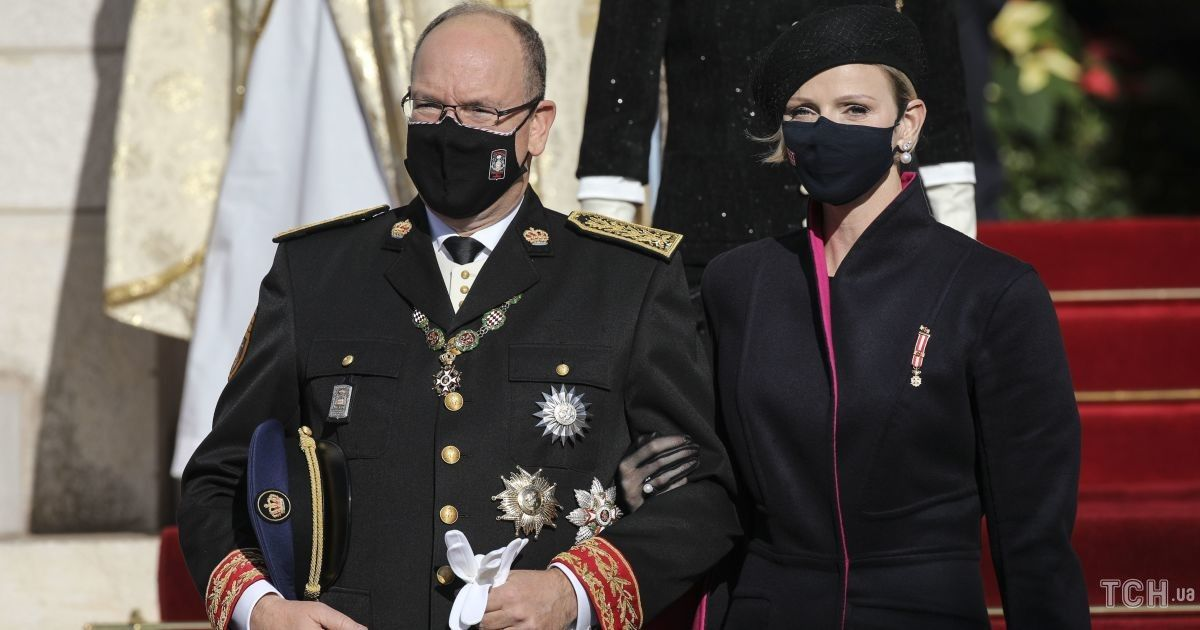Княгиня Шарлин и князь Альбер посетили праздничную мессу