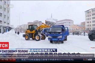 Через снігопад на північному сході Китаю оголосили помаранчевий рівень погодної небезпеки
