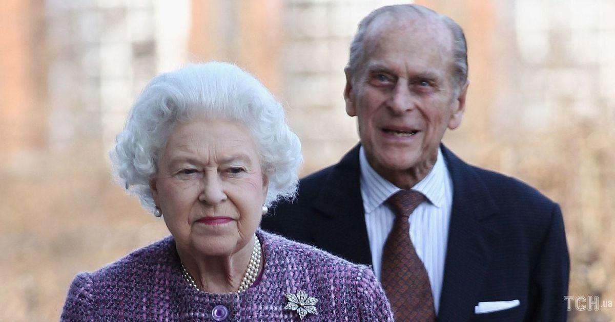 94-річна королева Єлизавета II і її 99-річний чоловік Філіп зробили щеплення від коронавірусу