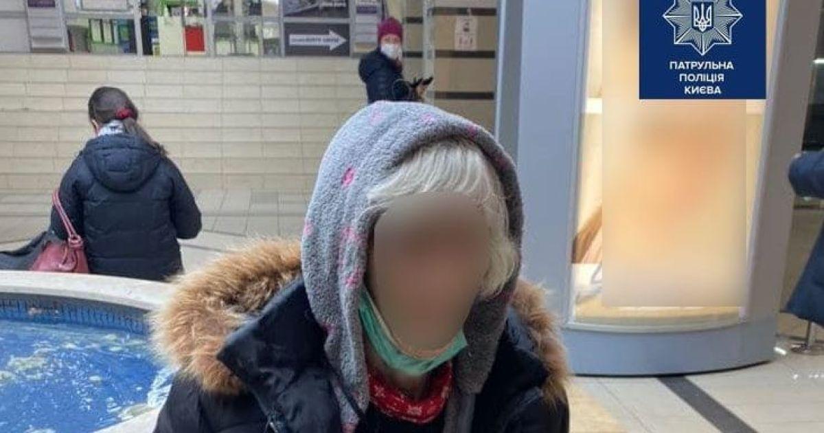 В Киеве полиция нашла потерявшуюся бабушку, а родственники заявили, что она им не нужна