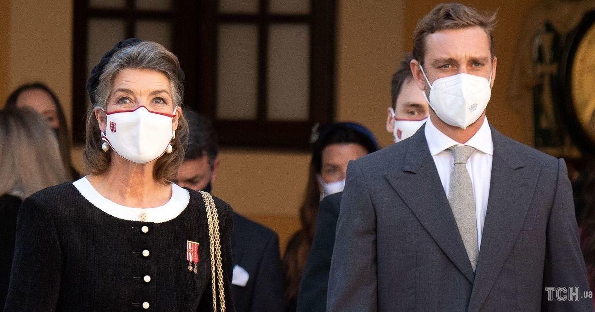В элегантном костюме и высоких перчатках: 63-летняя принцесса Монако Каролина на праздничной мессе