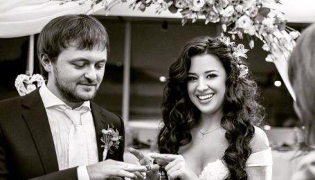 Жена Дзидзьо поздравила любимого с днем рождения архивными фото со свадьбы