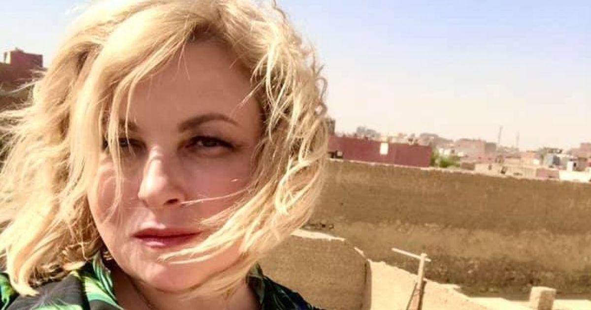 Отдых продолжается: Мария Бурмака в красном платье позировала в ночной пустыне