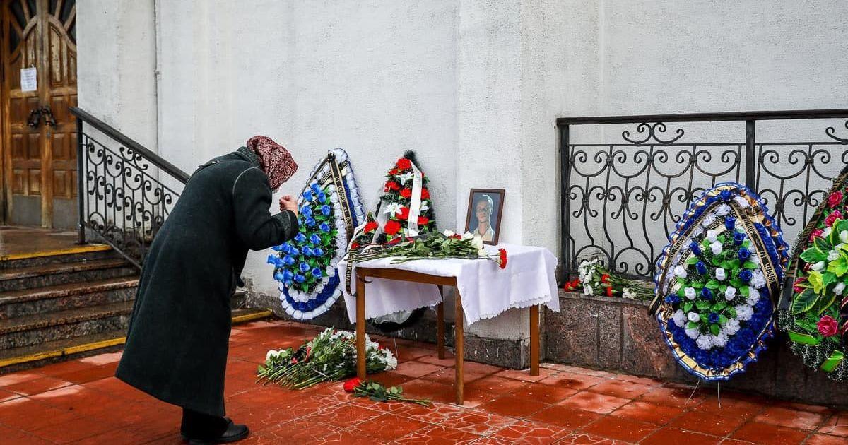 """""""Не забудемо, не пробачимо!"""": у Мінську тисячі людей прощаються з убитим активістом"""