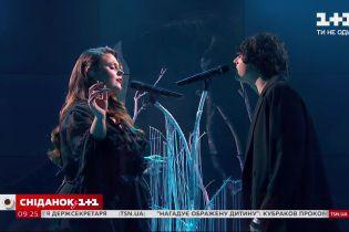 """Найочікуваніший дует у студії """"Сніданку"""": KAZKA та ALEKSEEV – """"Поруч"""""""