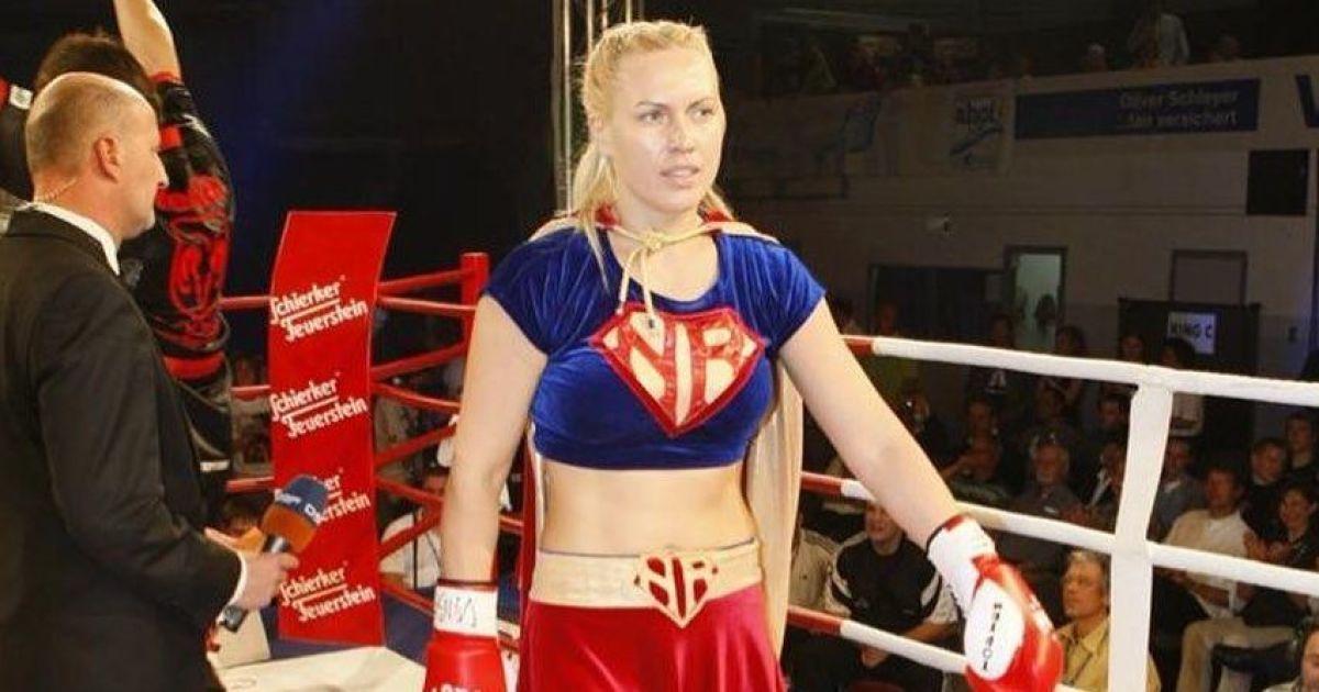 Все из-за маски: российская экс-чемпионка мира по боксу устроила громкий скандал в самолете (видео)
