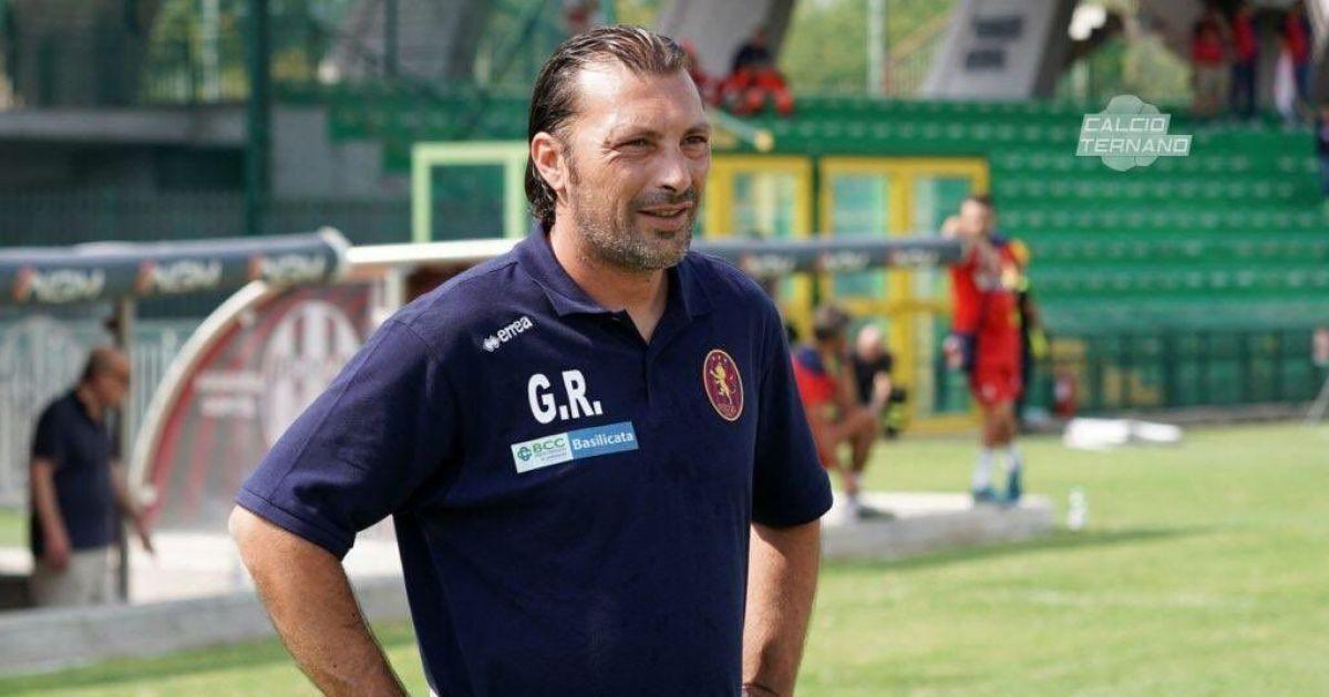 Курйоз в Італії: під час матчу тренер вискочив на поле і зірвав атаку суперника (відео)