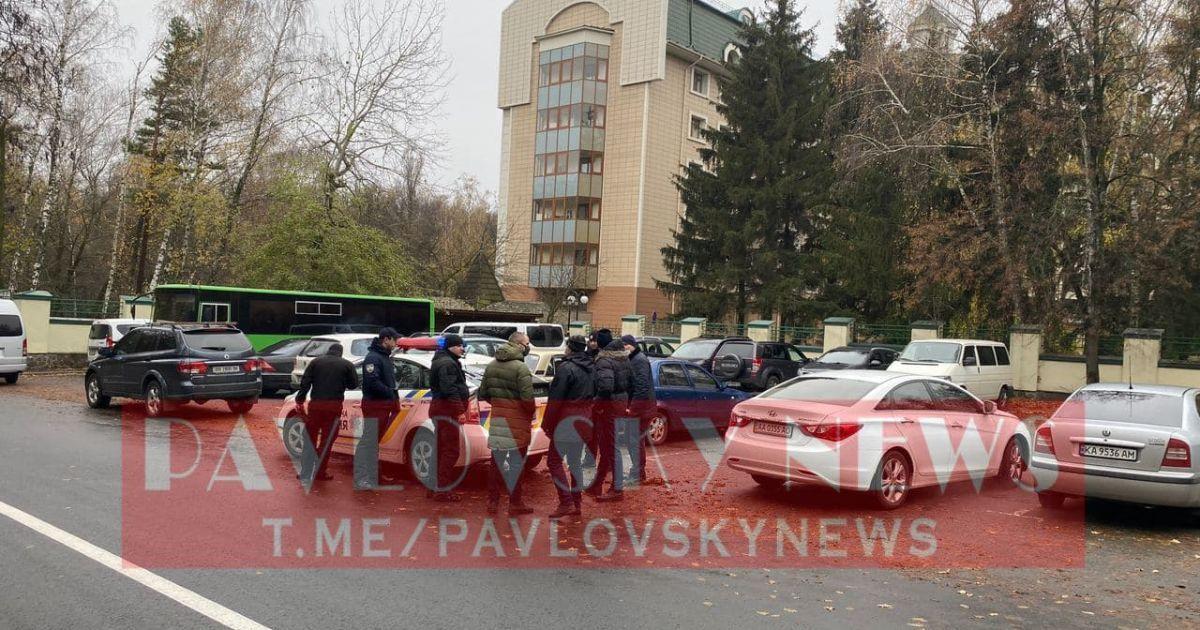 """У річницю Євромайдану активісти поїхали до Зеленського у """"Феофанію"""" і оголосили свої вимоги"""