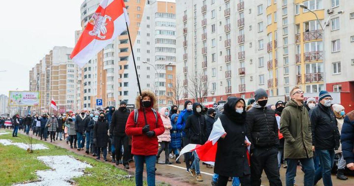 В Минске силовики применяют спецсредства, но демонстранты не расходятся