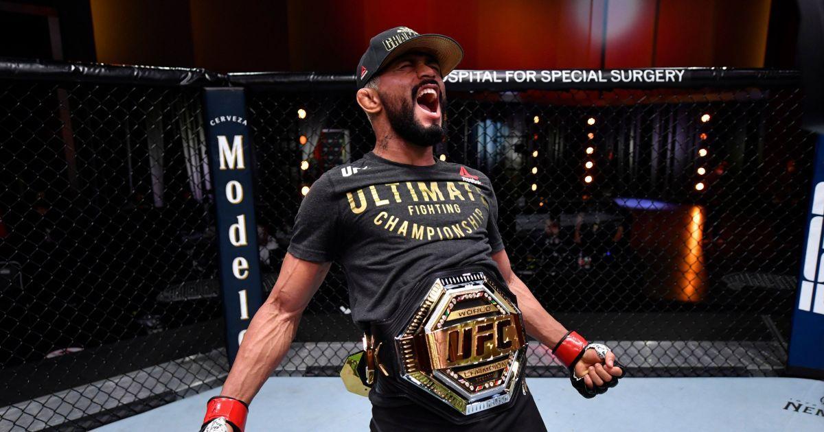 """Смертельна """"гільйотина"""": чемпіон UFC безжально переміг суперника в першому раунді (відео)"""