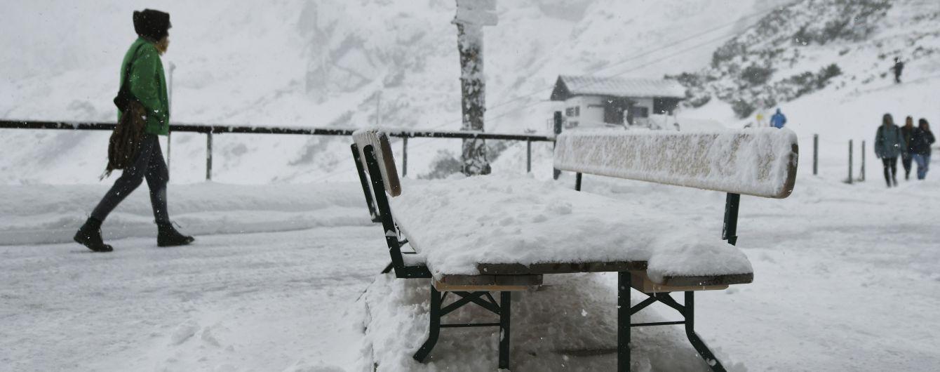 Румунію замело снігом: кучугури сягають одного метра