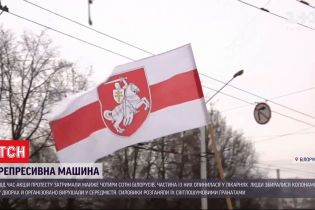 Накануне в Беларуси силовики задержали почти 4 сотни митингующих