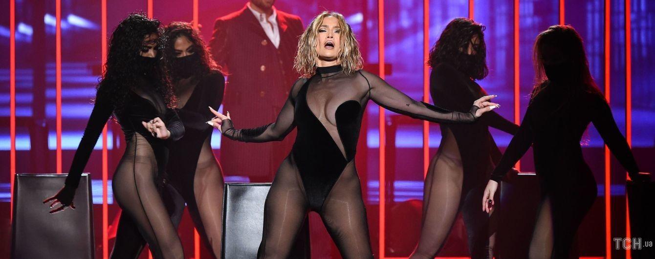 Самое сексуальное выступление вечера: Джей Ло вышла на сцену в полупрозрачном трико