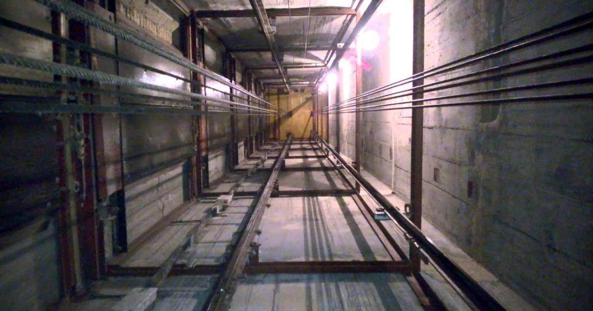 """""""Летел 10 метров"""": в полиции Киева обнародовали детали гибели мужчины в лифтовой шахте"""