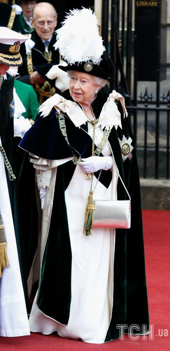 Сумки королевы Елизаветы II_5