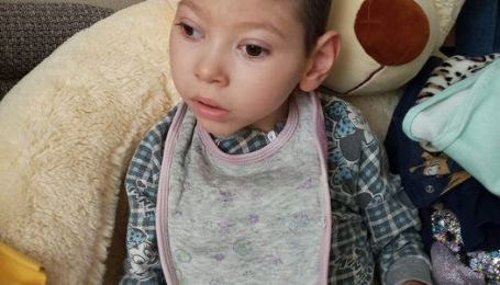 Илья страдает из-за сильной эпилепсии и спастики: ребенку нужна помощь специалистов