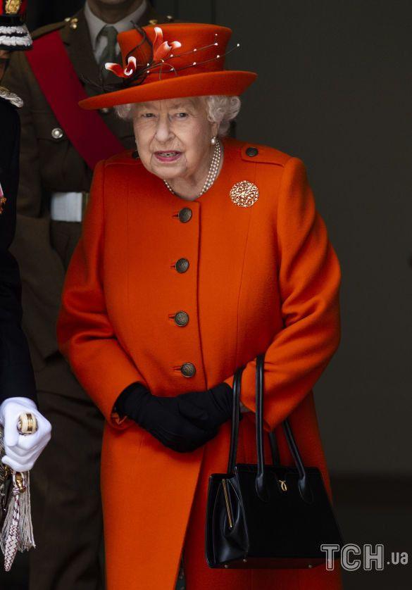Сумки королевы Елизаветы II_1