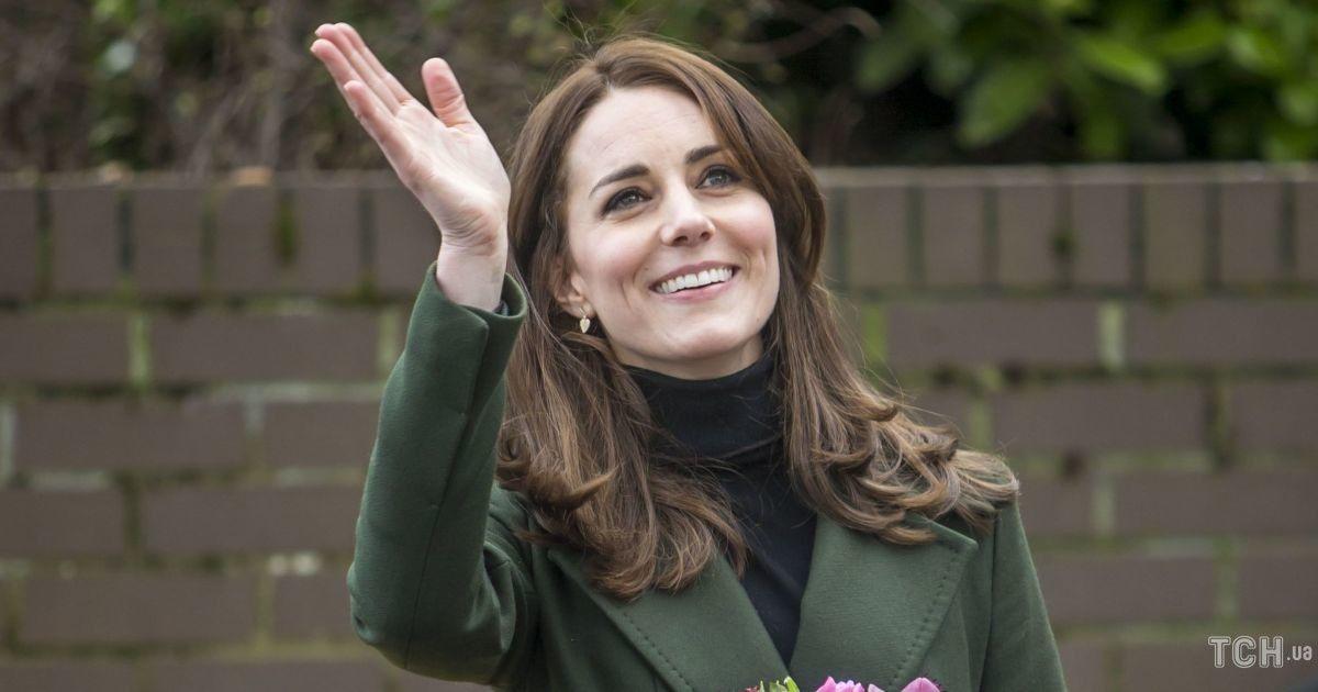 В рожевому джемпері і з красивим укладанням: герцогиня Кембриджська постала в кадрі в новому образі