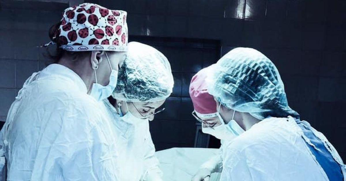 Во Львове гинекологи удалили женщине 6-килограммовую опухоль: появилось фото