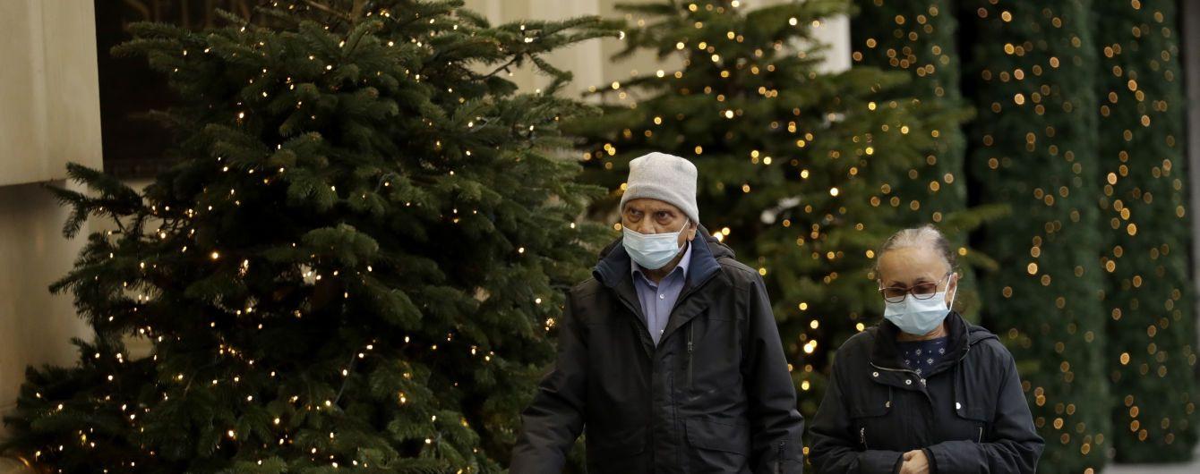 Карантин на рождественские праздники, лечение коктейлем из антител и гонки трех вакцин: как Европа борется с COVID-19