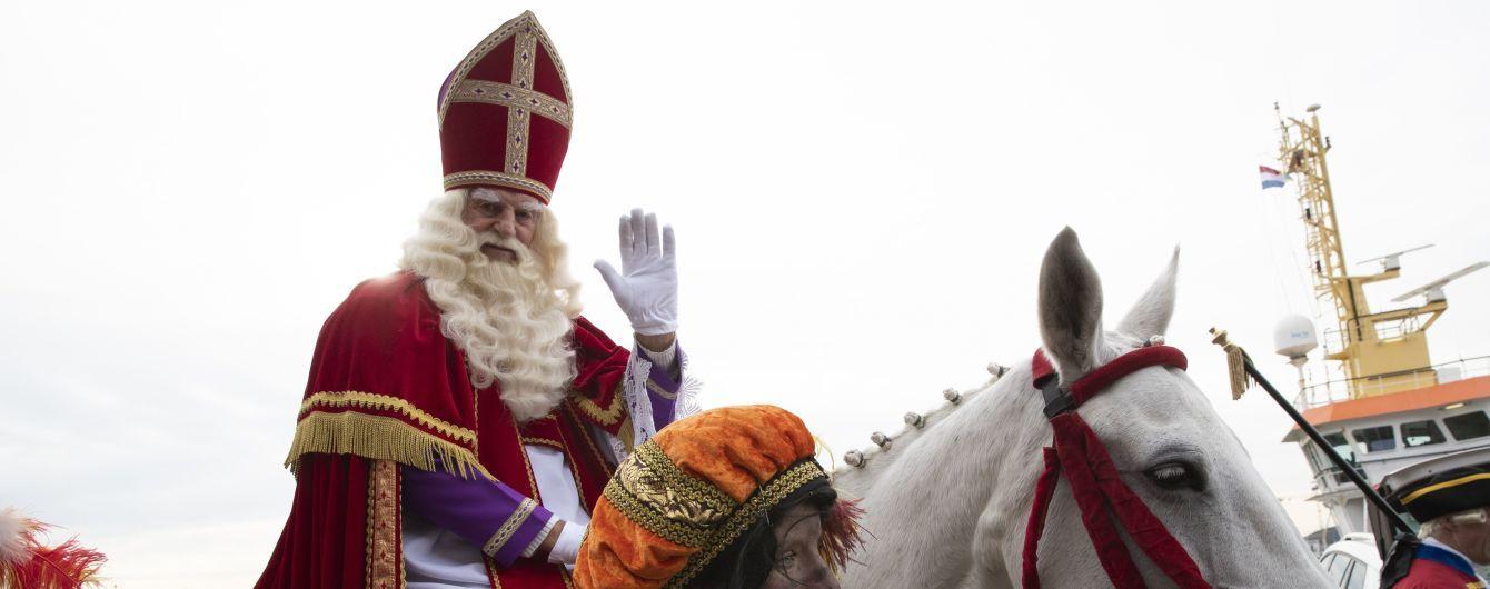 Праздник на социальной дистанции: в Нидерландах дети подъезжают к святому Николаю за подарками на авто
