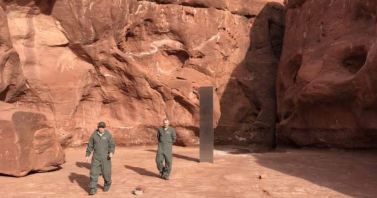 Загадочный монолит, который нашли в США посреди пустыни, таинственно исчез