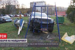 Поліцейського, який спричинив аварію у Львові на дитмайданчику, звільнять