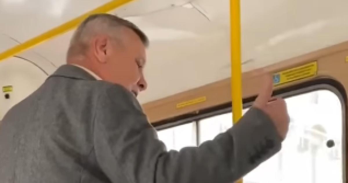 """""""Сейчас я тебе устрою!"""": В Одессе мужчина набросился на украиноязычную женщину (видео)"""