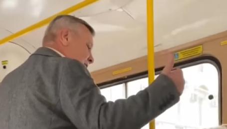 """""""Зараз я тобі влаштую!"""": в Одесі чоловік накинувся на українськомовну жінку (відео)"""