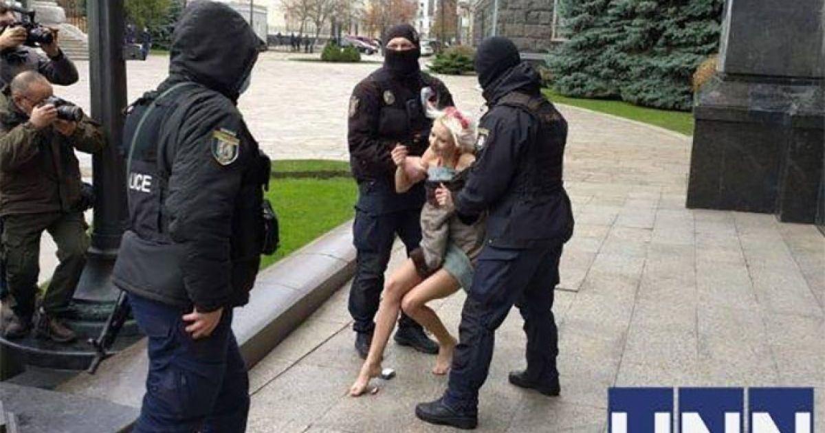 Под Офисом президента полиция задержала голую девушку