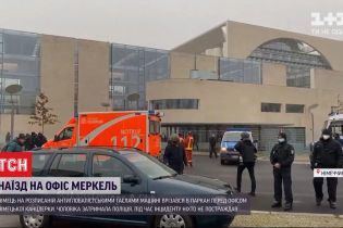 Немец на машине врезался в забор перед ведомством Ангелы Меркель