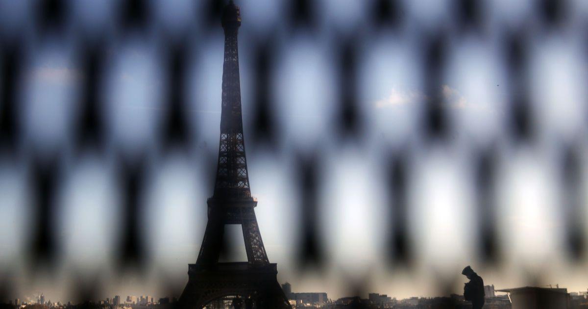 Рождеству быть: на праздники французы смогут свободно передвигаться по стране и встретиться с родными и друзьями