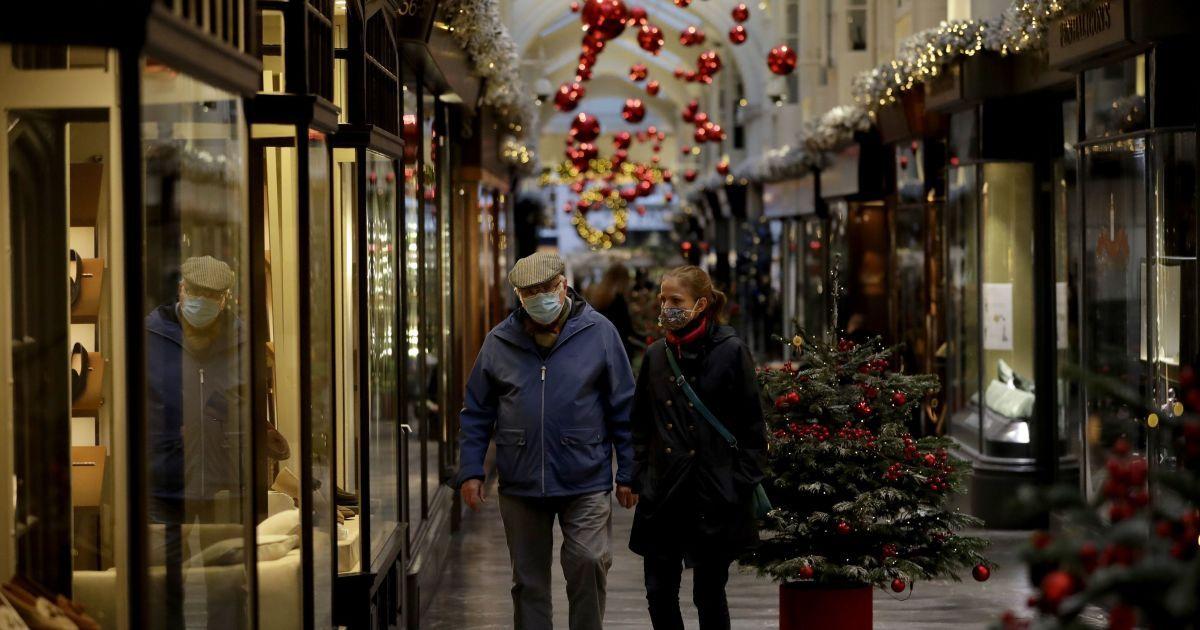 """""""12 правил Рождества"""": в Великобритании планируют ослабление карантинных ограничений к праздникам"""