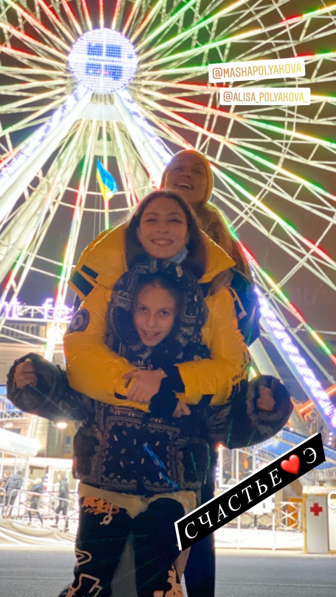Оля Полякова з доньками_1