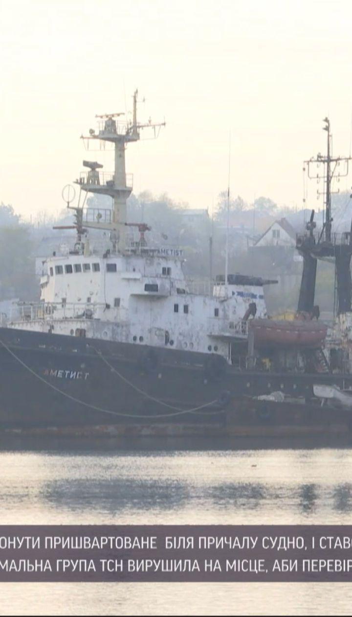 Неподалеку Одессы в аварию попало судно, пришвартованное у причала