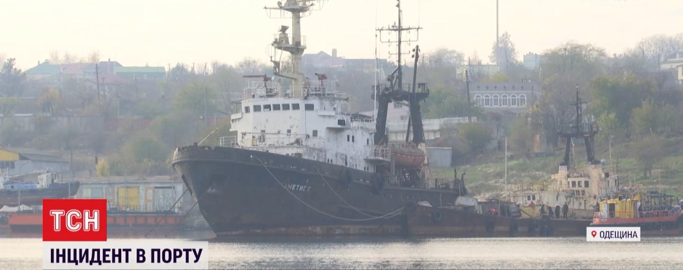 В акватории вблизи Одессы потерпело крушение судно и произошла утечка горючего: инцидент замалчивают