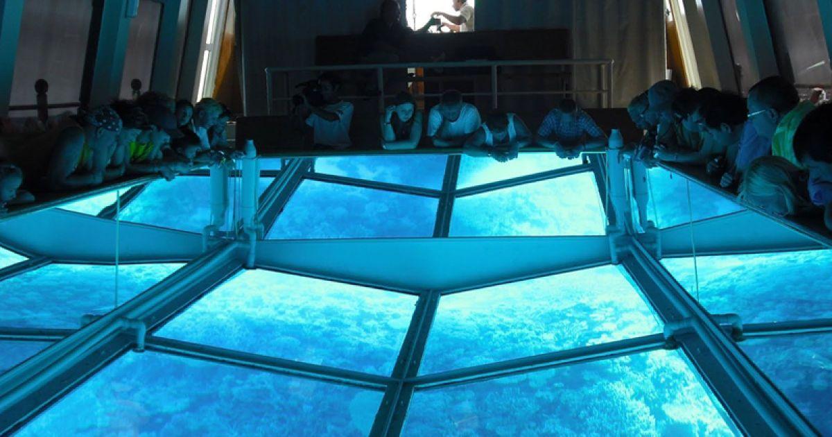 В Єгипті створили човен з найбільшим у світі скляним дном