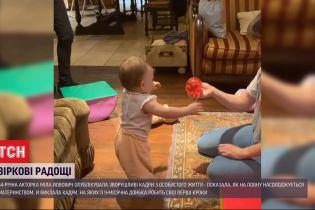 Мила Йовович опубликовала трогательное видео, на котором ее младшая дочь делает первые шаги