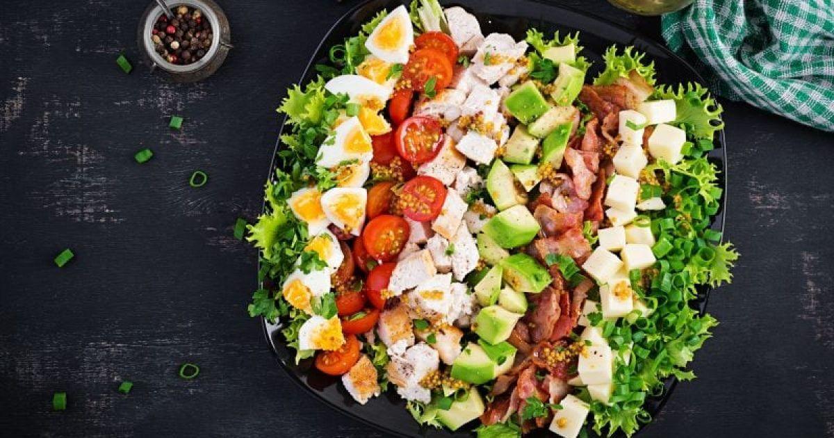 Кобб-салат: быстро, изящно, полезно
