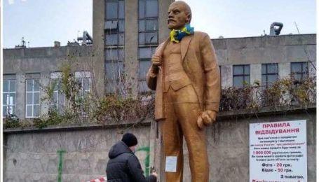 В Киеве установили памятник Ленину, но ненадолго