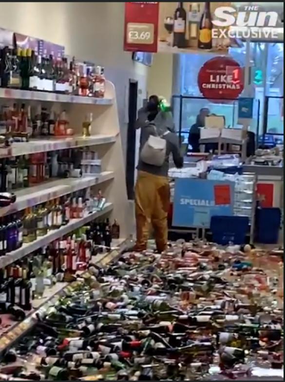 Жінка розгромила супермаркет