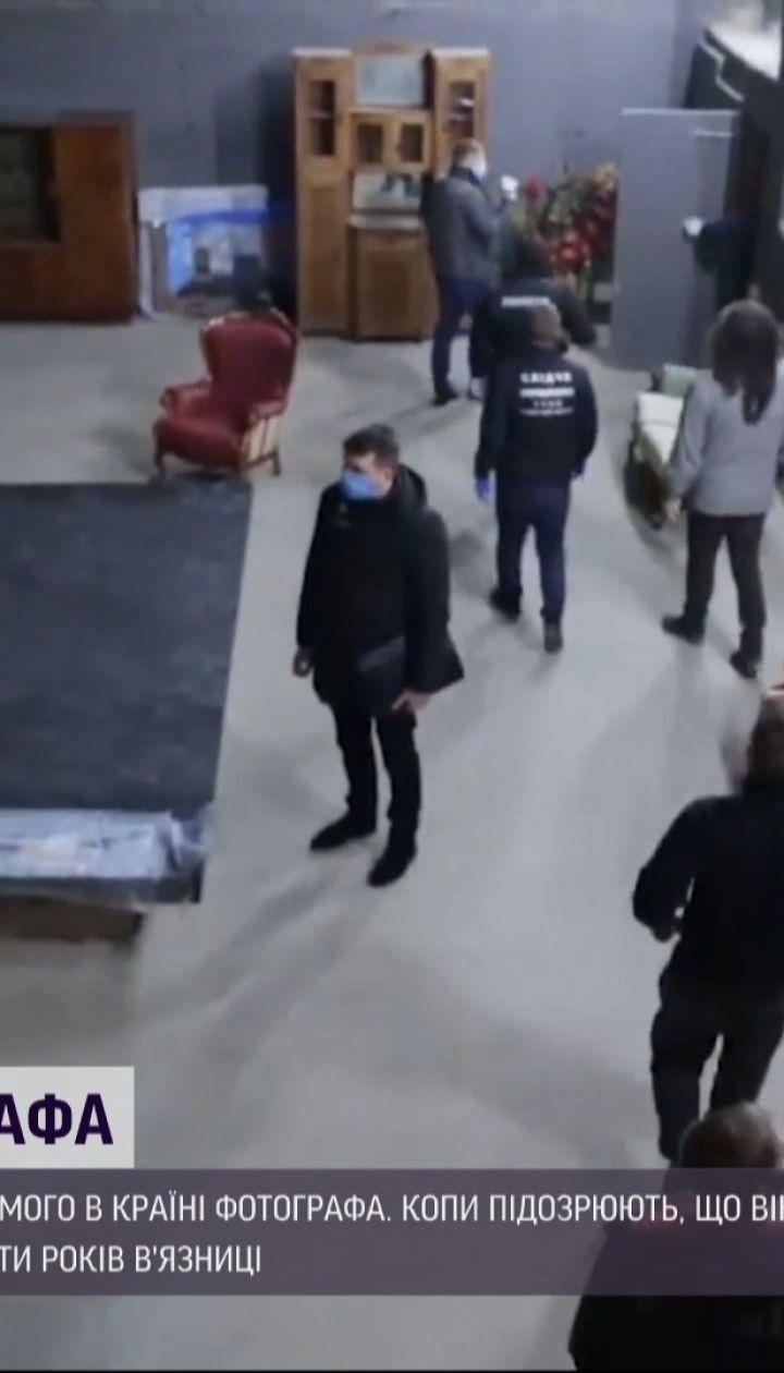 Полицейские задержали известного в Украине фотографа, по подозрению в развращении несовершеннолетних