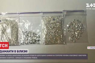 Сховок у нижній білизні: пара намагалася незаконно провезти в Україну діаманти