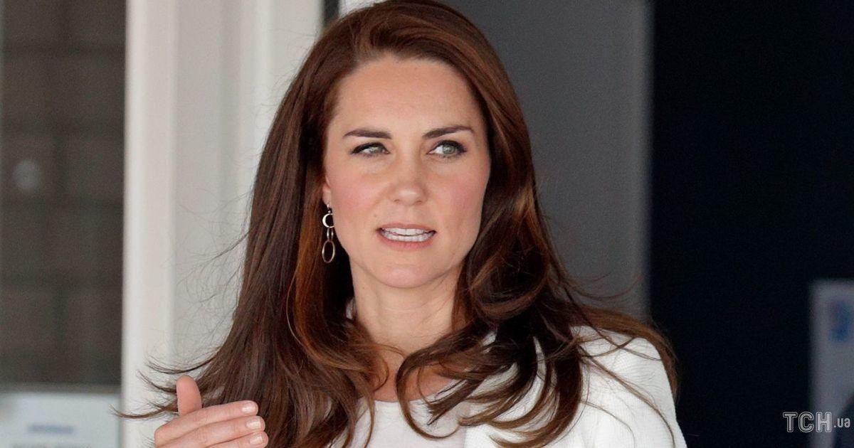 В белом пиджаке и с красивой укладкой: герцогиня Кембриджская предстала в новом образе