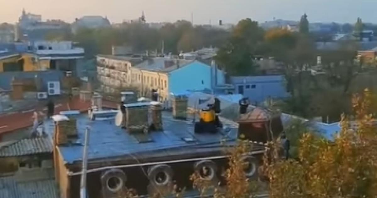 Карантин выходного дня: в Одессе прямо на крыше устраивают дискотеки