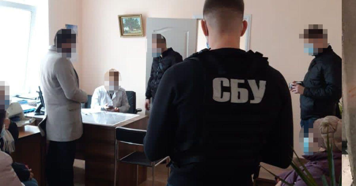 40 тысяч гривен за группу инвалидности: в Киеве на взятке задержали двух врачей