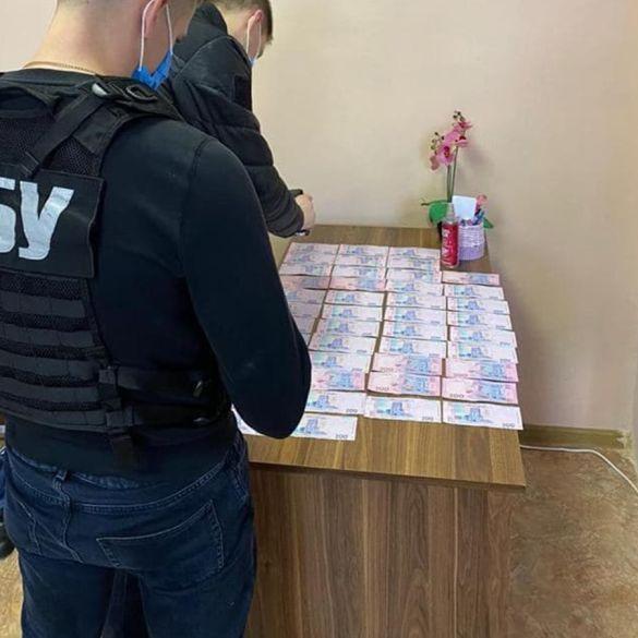 У Києві двох медиків затримали на хабарі