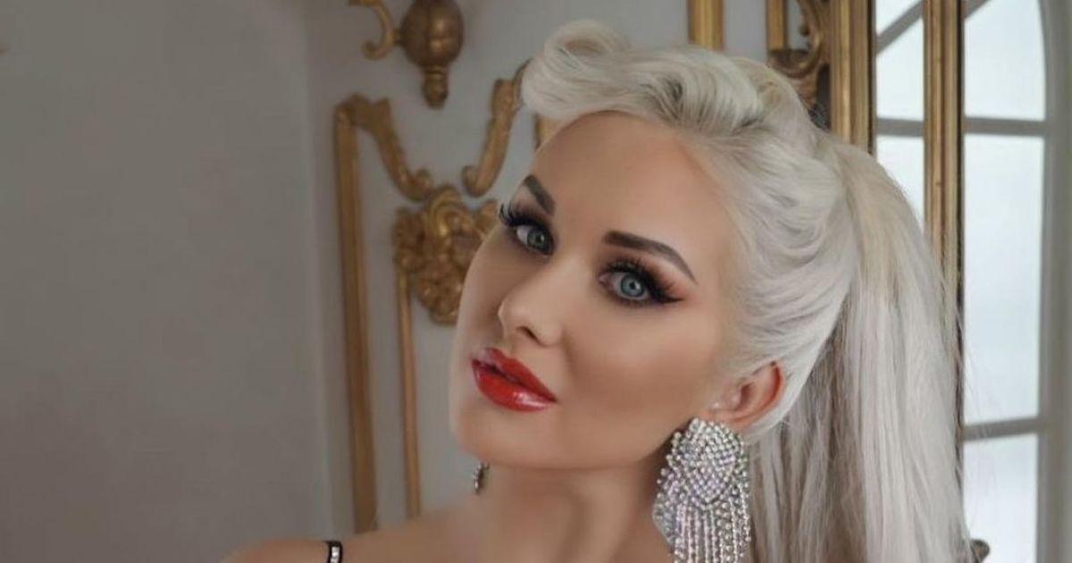 Екатерина Бужинская в мини-платье засветила аппетитный бюст