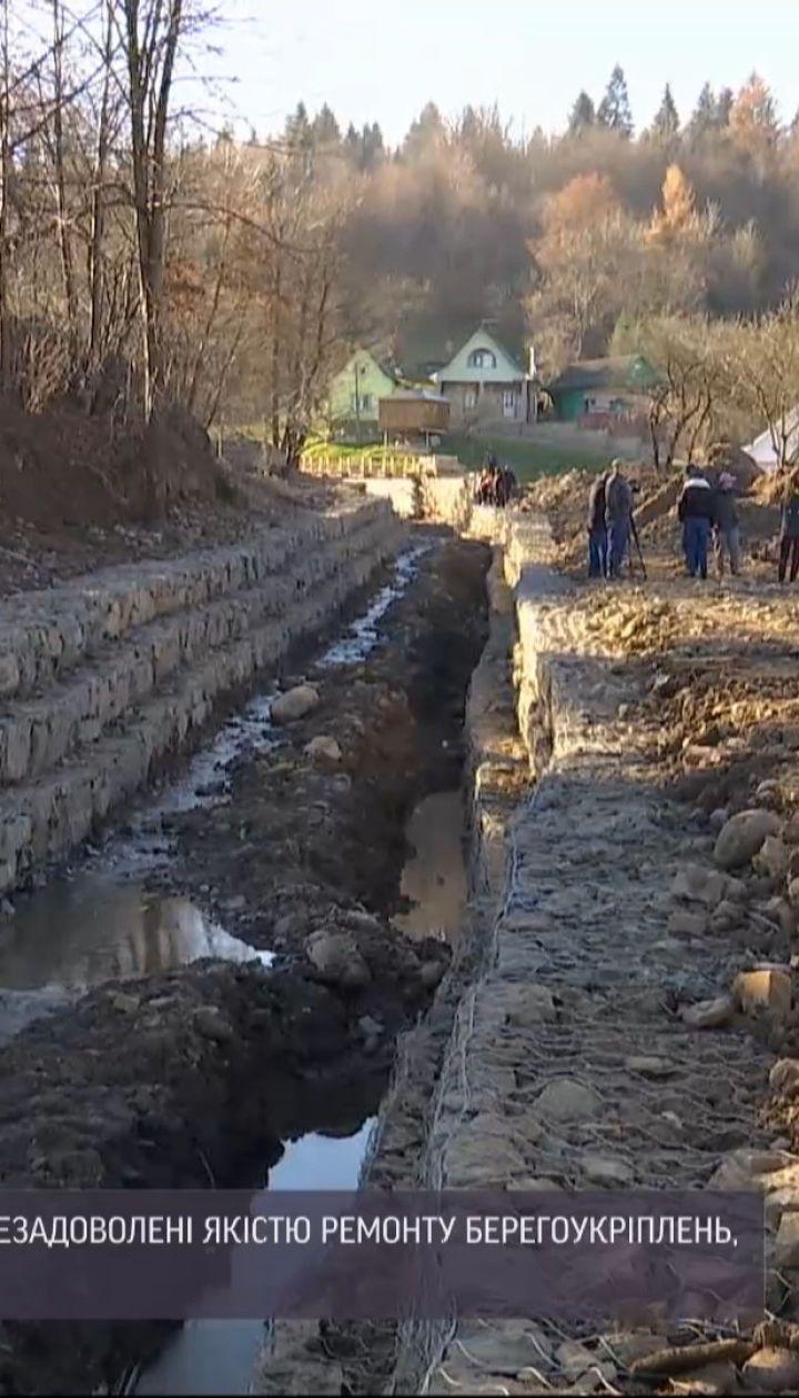 Деньги на ветер: селяне из Прикарпатья считают, что новое берегоукрепление не убережет их от стихии