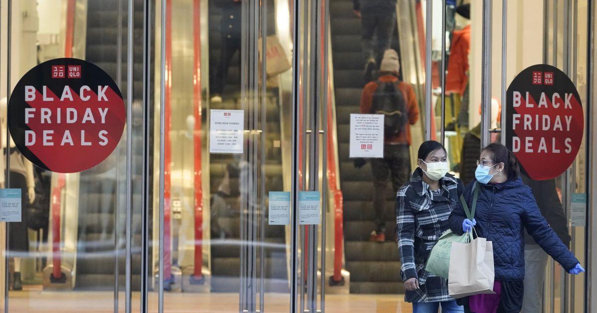"""""""Чорна п'ятниця"""" часів пандемії: вперше день найбільших знижок у більшості країн - без натовпів у магазинах"""